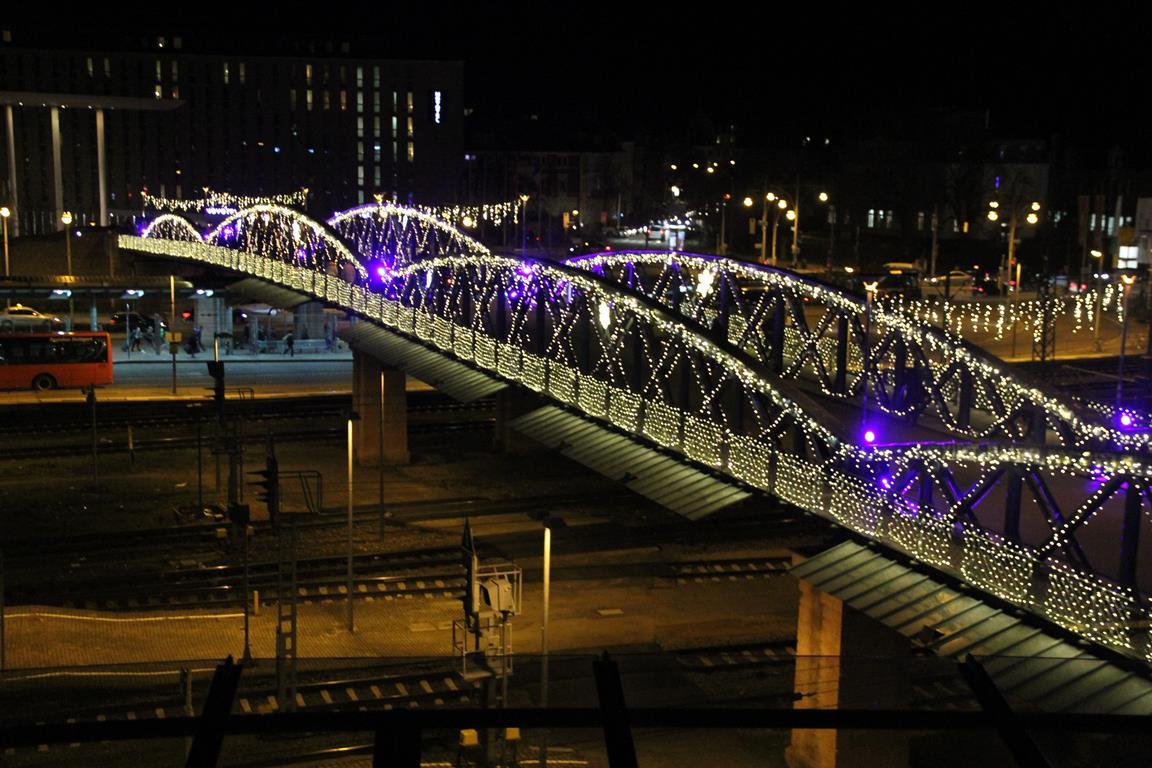 Beleuchtung blaue Brücke Freiburg